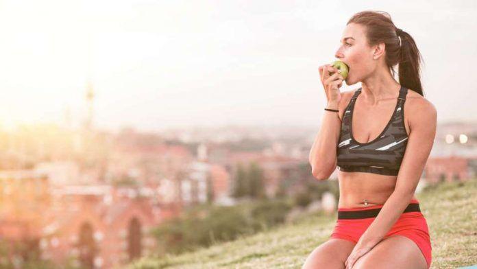 El ayuno intermitente consiste en alimentarse cada 12, 14 o 16 horas con la intensión de utilizar diferentes sustratos energéticos en lugar de los carbohidratos.